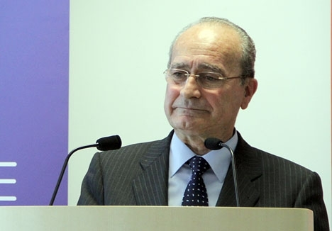 Den 73-årige Francisco de la Torre har lyckats bli vald för sjätte gången som borgmästare i Málaga.