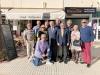 Ambassadören har besökt många områden. Här tillsammans med spaniensvenskar i Nerja.