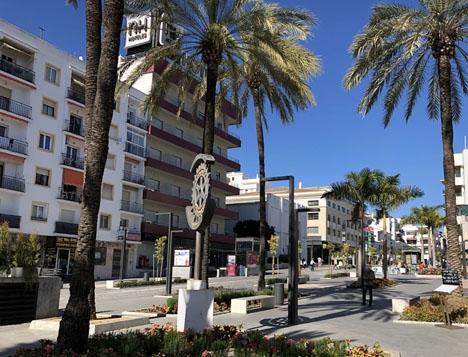 Huvudgatan Marqués del Duero.