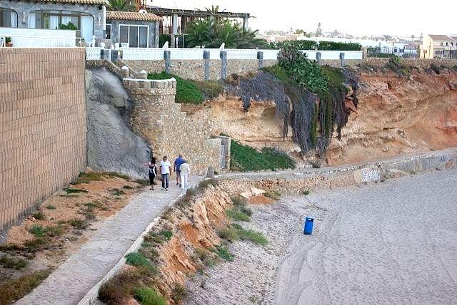 Olyckan inträffade ovanför stranden Punta Prima. ARKIVBILD Foto: Concepcion AMAT ORTA/Wikimedia Commons