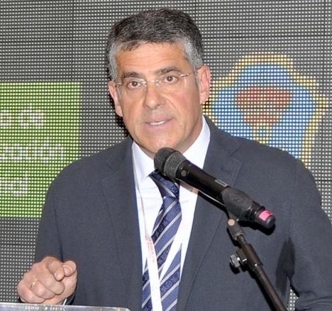José Alberto Armijo har fyra år senare återtagit makten och gör det med att bevilja sig själv en löneförhöjning på 19 procent.  Foto: EOI Escuela de Organización Industrial