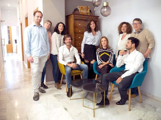 Nacho Mata älskar Sverige och brinner för Málaga. Sina två passioner kombinerar han genom att hjälpa svenskar att etablera sig på Costa del Sol. Sammanlagt tio personer arbetar på M&G Consulting.