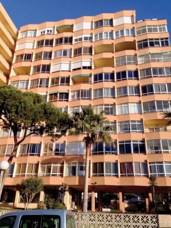 Samlevnaden mellan fastboende och tillfälliga turister är inte alltid smärtfri. De andalusiska regionalmyndigheterna har känt sig föranledda att underlätta för boendeföreningar att helt kunna förbjuda korttidsuthyrning.
