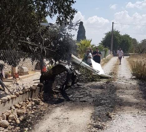 Rester av propellerplanet. Foto: Incendios f.Baleares/Twitter
