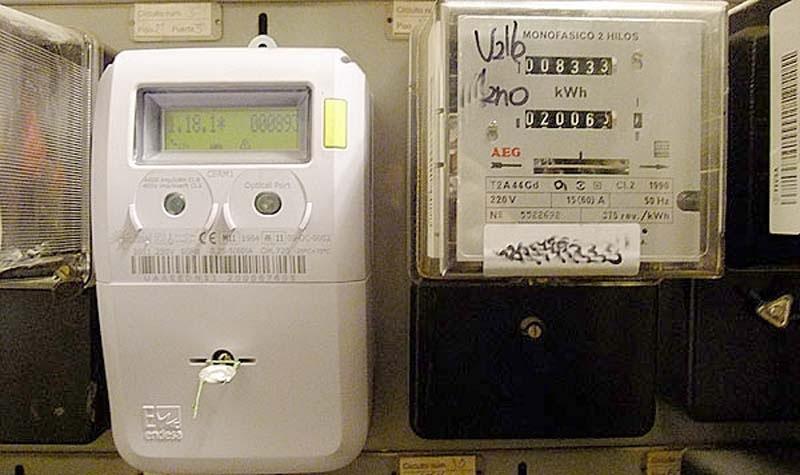 Elpriserna är 30 procent lägre än för ett år sedan.