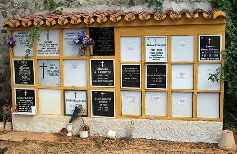 Antalet självmord i Spanien är dubbelt så stort som de som omkommer i trafiken.