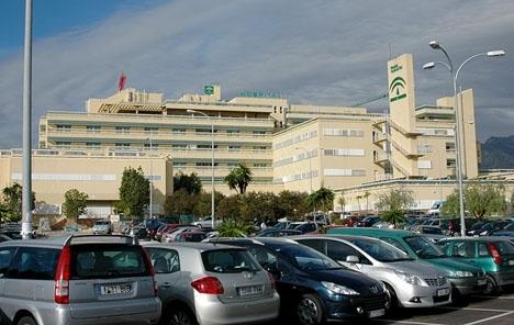 Sju personer tillhörande en familj som ätit på en restaurang i Ronda fick söka vård på sjukhuset Costa del Sol, i Marbella.