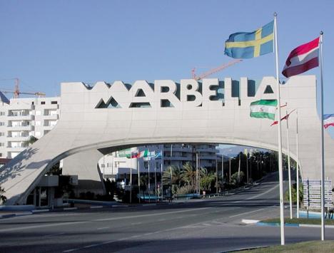 Banana Beach, intill Marbellabågen, är ett av de främsta exemplen på olovliga fastigheter i kommunen.