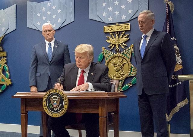 Regeringen reagerar bestämt på den amerikanska administrationens annonserade tariffer på flera av Spaniens främsta exportprodukter. Foto: James Mattis/Wikimedia Commons