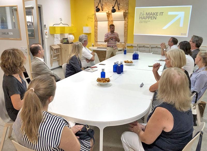Linus Frejd var mer intresserad av kammarmedlemmarnas frågor än att skryta över hur bra IKEA Málaga är.