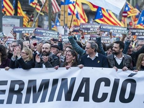 Det väntas omfattande manifestationer mot straffen för de åtalade katalanska separatistledarna. Foto: Òmnium Cultutal/Wikimedia Commons ARKIVBILD