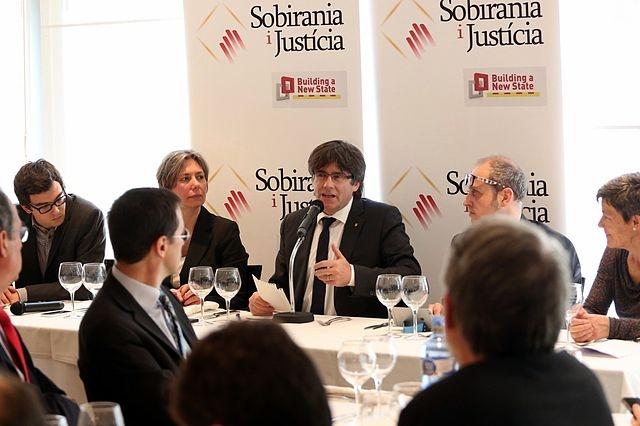 Flyende Carles Puigdemont riskerar åter att gripas och utlämnas till Spanien. Foto: Adelais Domènech/Wikimedia Commons