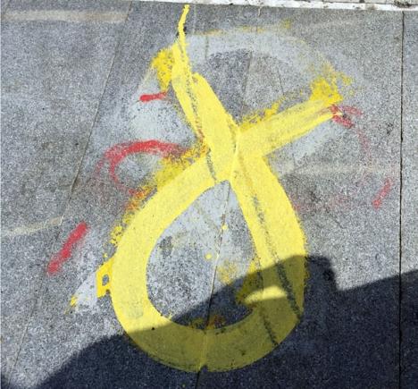 Självständighetsrörelsen i Katalonien har dragit ut på gatorna. Kanske inte i så stor skala som befarat men desto våldsammare. Foto: Carina Martin