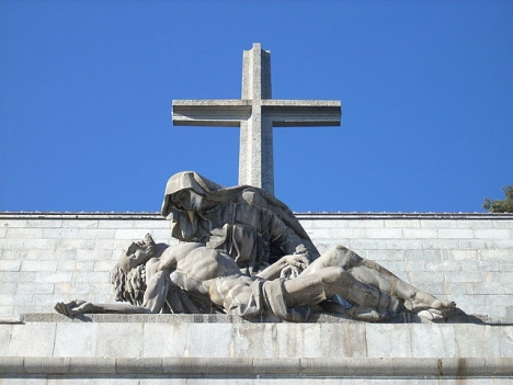 Sedan 24 oktober 2019 vilar diktatorn Franco ej längre i mausoleet Valle de los Caidos. Foto: Pablo Forcén Soler/Wikimedia Commons