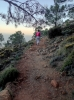 Stigen till utsiktsplatsen är kort och rak, men man får vara försiktig med de många lösa stenarna.