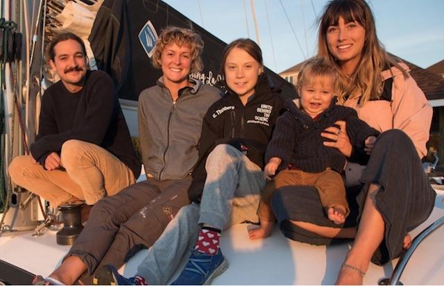 Greta Thunberg har delat ett foto med den australiensiska familj som erbjudit henne att segla på deras katamaran från USA till Europa.