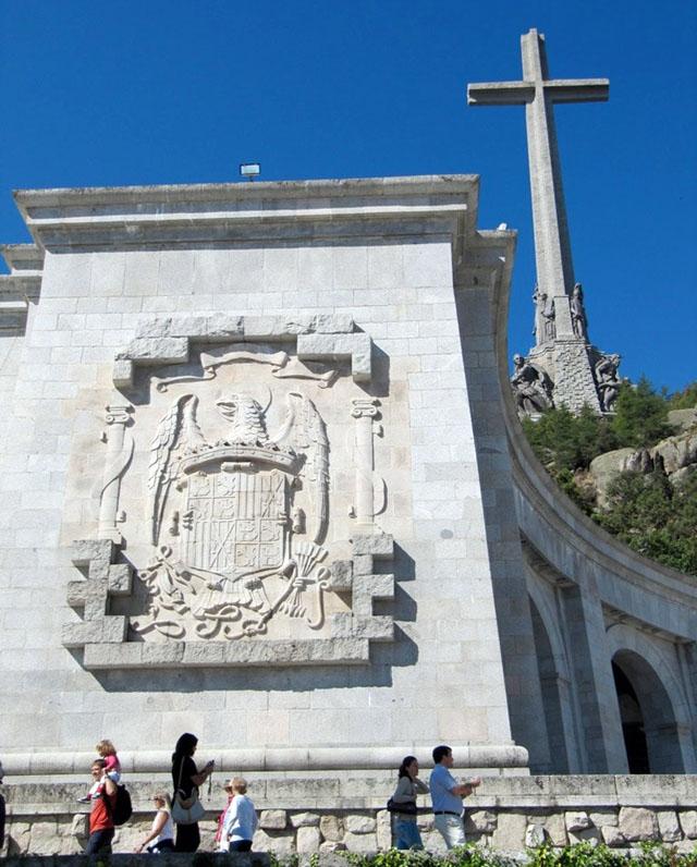 Fler än 33 000 stupade på båda sidor i det spanska inbördeskriget flyttades till Valle de los Caídos.
