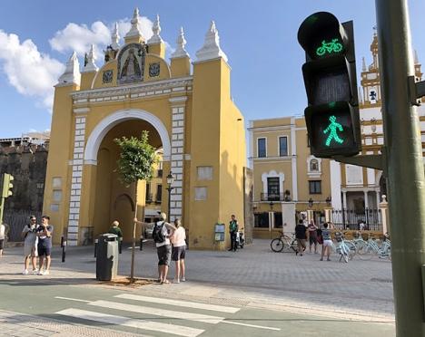 En republikansk förening kräver grönt ljus för att flytta Queipo de Llanos rester, som vilar i Macarenakyrkan i Sevilla (till höger i fotot).