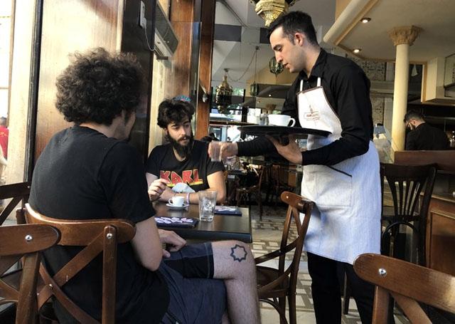Arbetslösheten steg i november främst i hotell- och restaurangbranschen.