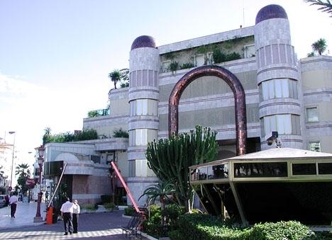 En av släkten Assads mer än 500 egendomar i Spanien är lyxkomplexet Grey D´Albion, i Puerto Banús.