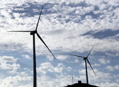 Tack vare vinterstormarna har både vind- och vattenkraftverken gått för fullt.