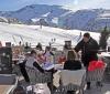 På den fantastiska terrassen vid pisten kan både hotellgäster och besökare njuta av After Ski.