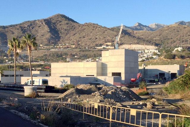 Om reningsverket ej stöter på nya hinder kan provdriften starta redan i maj.