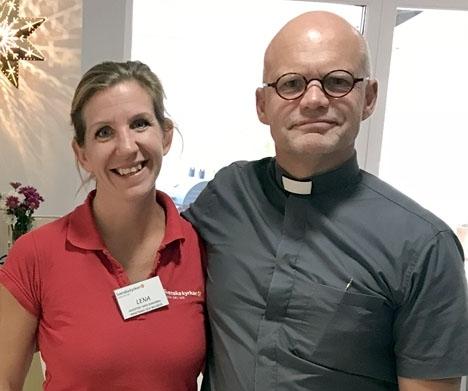Lena Ottosson och Mikael Jönsson skriver i ett känslosamt inlägg på Facebook att de och Svenska kyrkan nu går skilda vägar. Foto: Svenska kyrkan på Costa del Sol