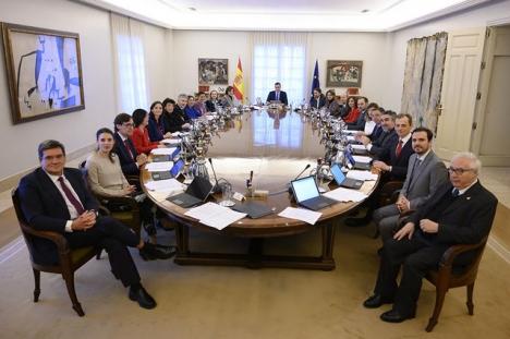 Den nya regeringen kommer i fortsättningen hålla sina ordinarie ministermöten på tisdagar.