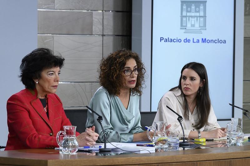 Den nya regeringen gick i sin första presskonferens efter ministermötet 17 januari till hård attack mot den antagna veto-rätten i Murcia.