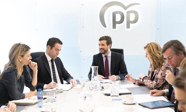Partido Popular, liksom Vox, har ställt flera krav för att möjliggöra en förnyelse av justitieväsendet, som redan gått 14 månader över tiden. Foto: PP