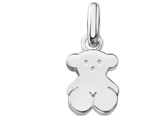 Tous är kända för sina smycken med björnsymbol- Även om några av deras större silversmycken visar sig innehålla en plastfyllning finner domstolen att de ej begått något brott.