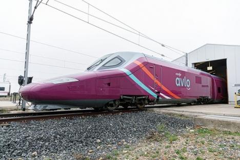 Lågprissnabbtåget AVLO börjar köra linjen mellan Madrid och Barcelona 6 april. Foto: Ministerio de Fomento