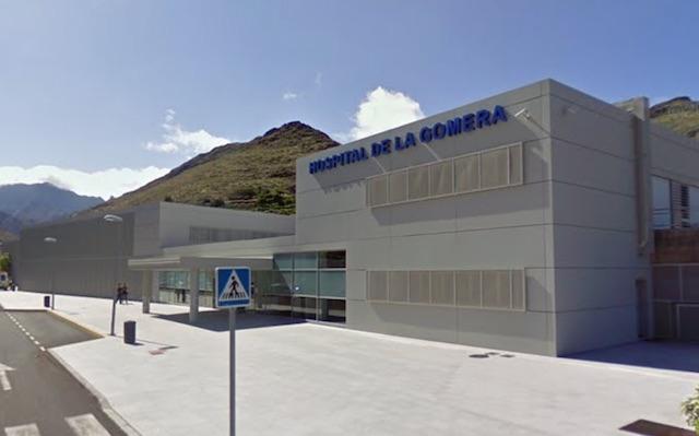 Den smittade tyske mannen hålls isolerad på sjukhuset på La Gomera. Foto: Google Maps