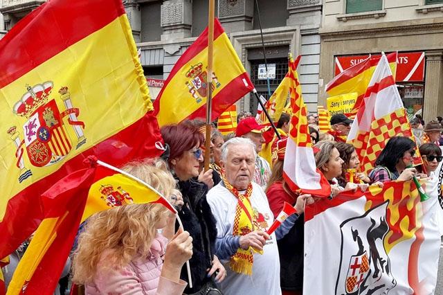 Allt fler ställer sig åsiktsmässigt på barrikaderna, vare sig det gäller reella konflikter, som den i Katalonien, som påhittade.