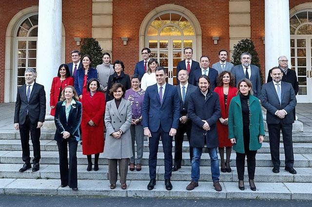 Spaniens första koalitionsregering har minst lika många interna som externa utmaningar.