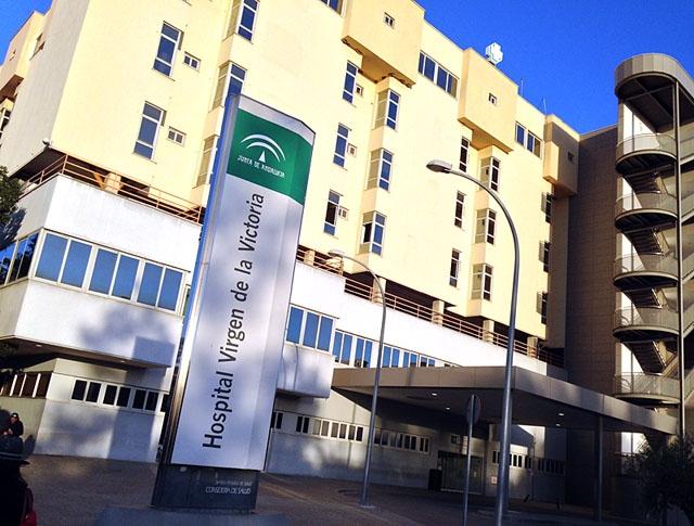 En läkare vid Hospital Clínico har ertappats med 300 skyddsmasker.