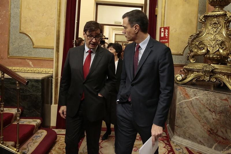 Hälsovårdsministern Salvador Illa med regeringschefen Pedro Sánchez.