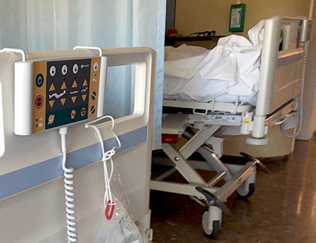 Omkring 20 procent av de personer som smittas av Covid-19 behöver läggas in på sjukhus och cirka var fjärde av dessa hamnar på intensiven.