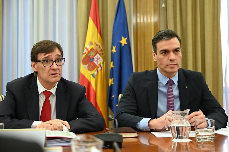 Regeringschefen Pedro Sánchez med hälsovårdsministern Salvador Illa.