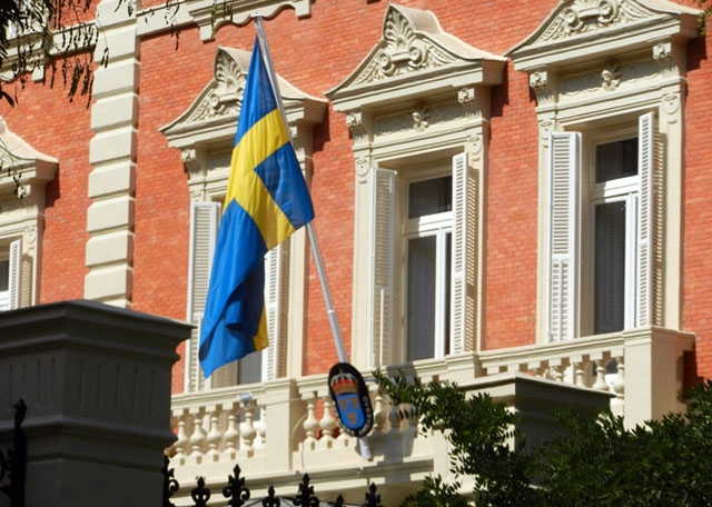 Sveriges ambassad i Madrid informerar kontinuerligt landsmän om situationen i Spanien.