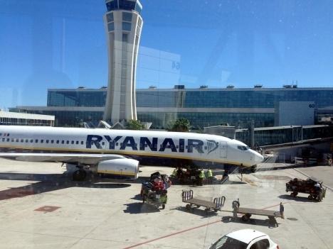 För andra dagen i rad har Ryanair nekat svenskar att flyga till Köpenhamn.