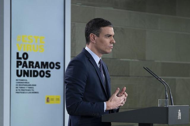 En sammanbiten Sánchez framträdde en vecka in på karantänen i Spanien.