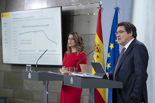 De dåliga sysselsättningssiffrorna föranledde en gemensam presskonferens 2 april av arbetsmarknadsministern Yolanda Díaz och ministern för försäkringskassan José Luís Escrivá. Foto: PSOE