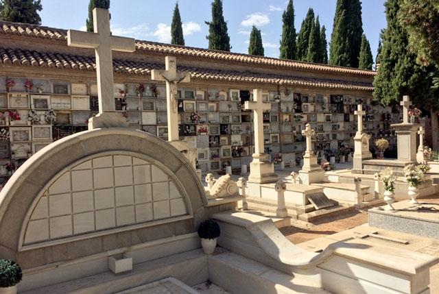 Vi kommer förmodligen aldrig få veta exakt hur många människor som avlidit i Spanien smittade av Covid-19.
