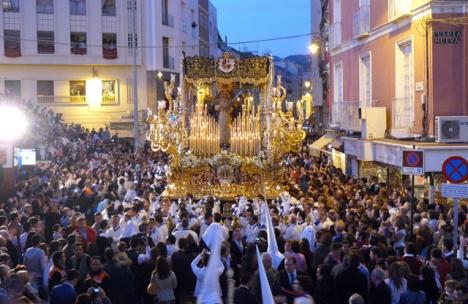 Vírgen de la Paloma i procession vid Calle Carretería, i Málaga.