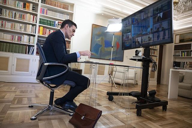 Pedro Sánchez i ett tidigare EU-möte via videokonferens. De europeiska statsledarna har misslyckats än en gång med att nå en gemensam ekonomisk överenskommelse som svar på coronakrisen och splittringen mellan Nord- och Sydeuropa är större än någonsin.