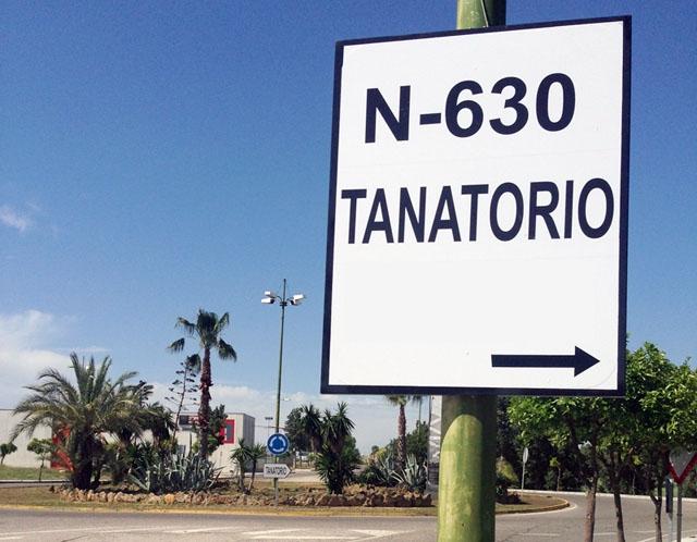 I mars månad avled omkring 45 000 människor i Spanien, vilket är 50 procent fler än normalt. (Tanatorio är den den plats där det hålls dödsvakor.)
