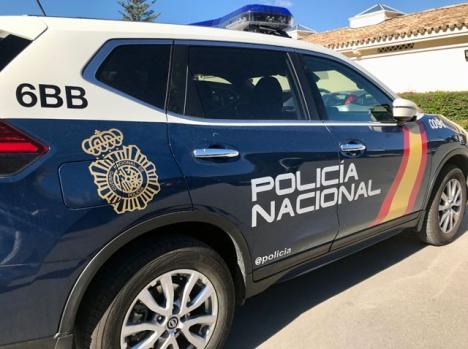 Många poliser överskrider sina befogenheter i tolkningen av karantänsreglerna, vilket dock ej bör uppmuntra till att ifrågasätta deras agerande.