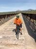 Vía Verde del aceite inrymmer 14 broar samt 3 tunnlar över en tolv mil utmärkt cykelväg.